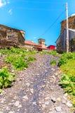 Schilderachtige en schitterende scène Rotstoren in Ushguli - het hoogste gewoonde in dorp in Europa Royalty-vrije Stock Foto's