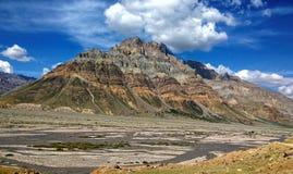 Schilderachtige essentie van de koude woestijn in Himalayagebergte Royalty-vrije Stock Afbeeldingen