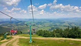 Schilderachtige mening over ropeway van Onderstel Gemba in de Karpatische Bergen De westelijke Oekraïne royalty-vrije stock fotografie