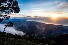 Schilderachtige mening van Spaanse groene heuvels Stock Afbeelding