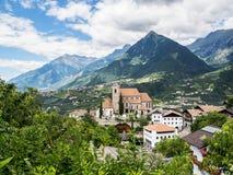 Schilderachtige opgeheven mening aan Scena, Merano - Italië Royalty-vrije Stock Foto