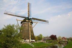 Schilderachtige oude windmolen in Nederland Royalty-vrije Stock Afbeeldingen
