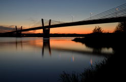 Schilderachtige schemering, mening op brug over Vistula-rivier in Kwidzyn in Polen Royalty-vrije Stock Foto's