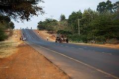 Schilderachtige weg met plaatselijke bevolking royalty-vrije stock afbeelding