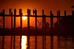 Schilderachtige zonsondergang op het meer Taungthaman Royalty-vrije Stock Foto's