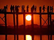 Schilderachtige zonsondergang op het meer Taungthaman Stock Afbeelding