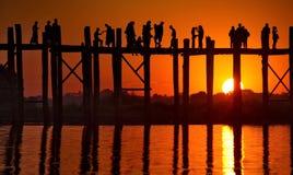 Schilderachtige zonsondergang op het meer Taungthaman Royalty-vrije Stock Afbeeldingen