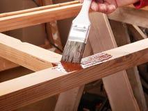 Schilderend houten rek stock foto's