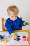 Schilderend kind Stock Foto