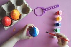 Schilderende eieren royalty-vrije stock afbeelding