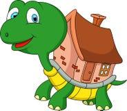 Schildkrötenkarikatur mit Oberteilhaus Lizenzfreie Stockfotos