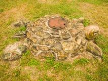 Schildpad - Beeldhouwwerk in het gras Royalty-vrije Stock Afbeelding