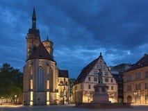 Schillerplatz fyrkant i Stuttgart i skymning, Tyskland royaltyfria foton
