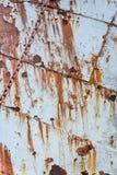 Schilverf en de schil van het roeststaal van een verlaten walvisvangstschip, als rustieke achtergrond royalty-vrije stock foto