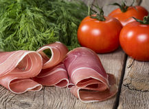 Schinken mit Tomaten und Kraut Lizenzfreie Stockfotos