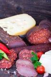 Schinken, Salami, Würste und Käse Lizenzfreie Stockfotografie