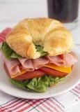 Schinken-und Käse-Sandwich mit Kopfsalat-Käse und Tomaten stockbilder