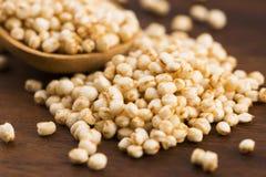 Schioccare della quinoa fotografie stock