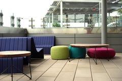Schiocchi moderni luminosi della disposizione dei posti a sedere della piattaforma Fotografie Stock
