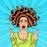 Schiocco Art Aggressive Furious Screaming Woman con i capelli ed il flash di volo Immagini Stock