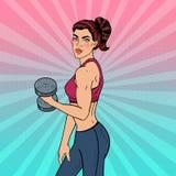 Schiocco Art Athletic Strong Woman Exercising con le teste di legno Immagine Stock