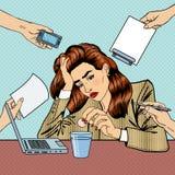 Schiocco Art Business Woman Drinking Pills all'ufficio Fotografia Stock Libera da Diritti