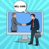 Schiocco Art Businessmen Shake Hands Through lo schermo di computer Contratto di affari Immagini Stock Libere da Diritti
