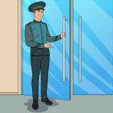 Schiocco Art Doorman Standing all'entrata dell'hotel Portiere in uniforme Servizio dell'albergo di lusso Fotografia Stock Libera da Diritti