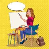 Schiocco Art Female Artist Painting allo studio Pittore della donna in officina Fotografie Stock Libere da Diritti