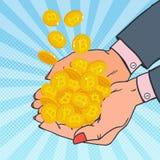 Schiocco Art Female Hands Full di Bitcoin dorato Valuta cripto Soldi virtuali Fotografia Stock Libera da Diritti