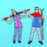 Schiocco Art Happy Woman ed uomo con lo sci sulle vacanze invernali Fotografia Stock