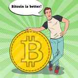 Schiocco Art Smiling Business Man con grande Bitcoin Concetto di Cryptocurrency Fotografia Stock