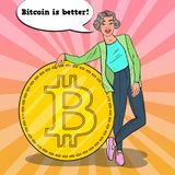 Schiocco Art Successful Woman con grande Bitcoin dorato Concetto di Cryptocurrency Fotografie Stock