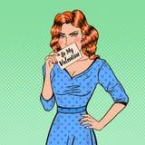Schiocco Art Woman Holding Card Be il mio biglietto di S. Valentino Immagine Stock Libera da Diritti