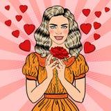 Schiocco Art Young Beautiful Woman nell'amore con la rosa rossa Fotografia Stock Libera da Diritti