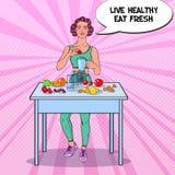 Schiocco Art Young Woman Making Smoothie in miscelatore con la frutta fresca Cibo sano Alimento stante a dieta di Vegeterian Immagini Stock Libere da Diritti