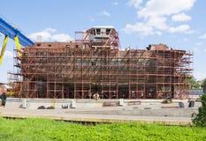 Schip in aanbouw op de voorraden royalty-vrije stock afbeeldingen