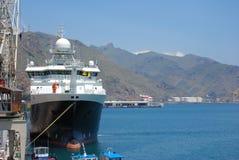Schip bij haven stock foto's
