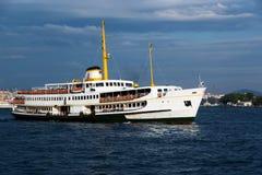 Schip in Bosphorus stock foto's