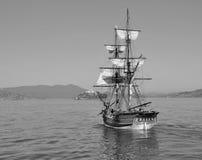 Schip dat aan Alcatraz vaart Royalty-vrije Stock Afbeeldingen