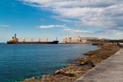 Schip dat de baai van Havana, Cuba ingaat Royalty-vrije Stock Afbeeldingen