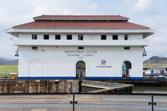 Schip dat het Kanaal van Panama weggaat Royalty-vrije Stock Foto's