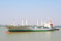 Schip dat naar haven gaat royalty-vrije stock fotografie