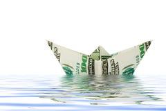 Schip dat van geld in water wordt gemaakt royalty-vrije stock afbeelding