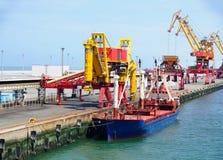 Schip in de haven van Calais Stock Foto