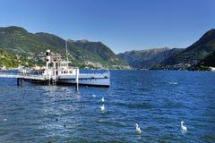 Schip in de kleine haven van Lenno Royalty-vrije Stock Foto's