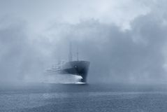 Schip in de mist Stock Fotografie