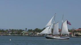 Schip dichtbij St Augistine, Florida stock video