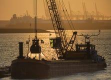 Schip die in haven werken Royalty-vrije Stock Foto