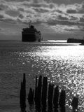 Schip die verticale in haven komen, Stock Afbeelding